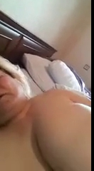 Азербайджанская бабуля мастурбирует на кровати
